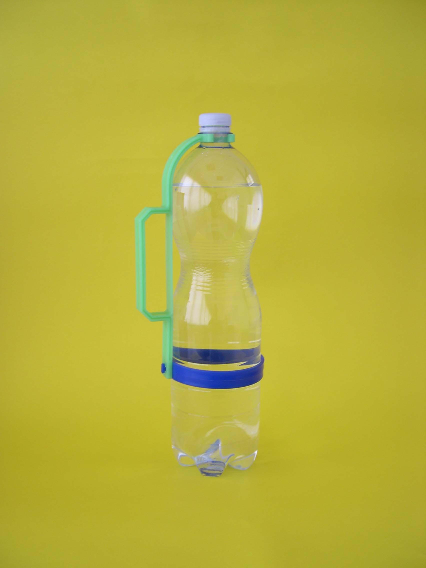 Manico porta bottiglie rotondo in plastica gadget - Porta acqua per termosifoni ...